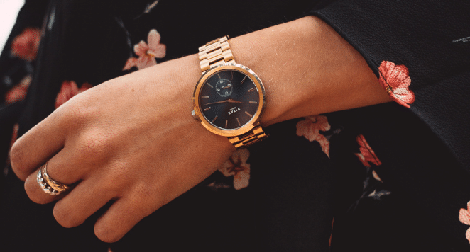 how should a watch fit a woman