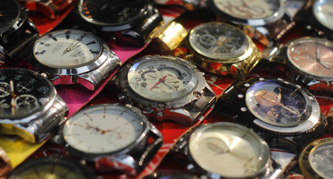 lots of watches lined up next to each other