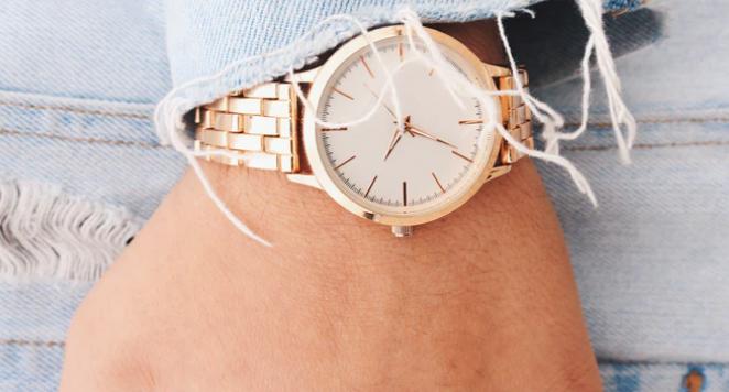 white dial watch on woman's wrist