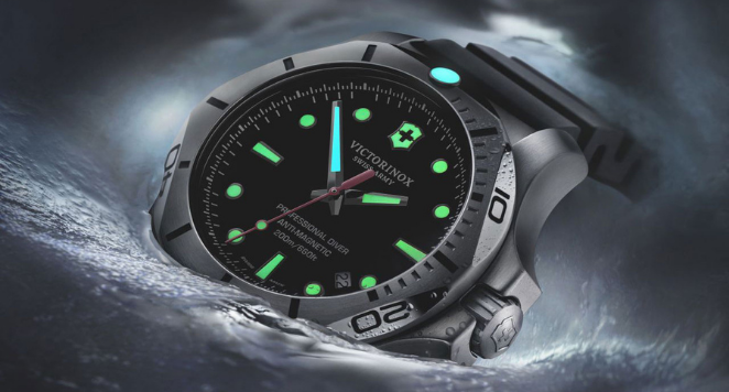 Luminescent dial watch